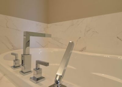 Residential Bathroom 102 Chrome Silver Bathtub taps