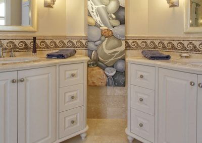 Double white bathroom vanities and sinks